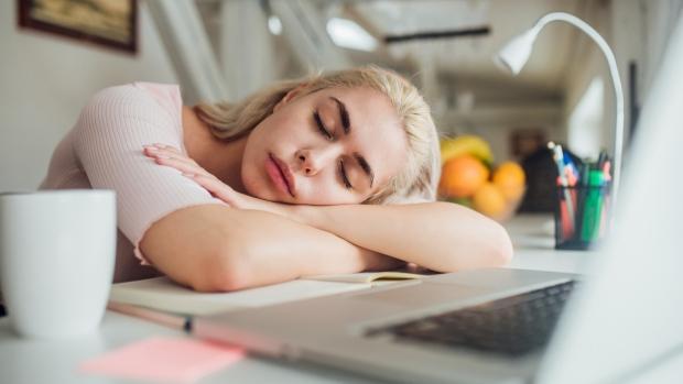 นอนในเวลาทำงาน