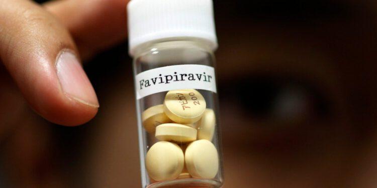 ยาฟาลิพิราเวียร์ (Favipiravir) ยาต้านไว้รัส ยารักษาไข้หวัดใหญ่ มีชื่อทางการค้าคือ ยาอาวีแกน (Avigan) และ ยาฟาวิลาเวียร์ (Favilavir) ปัจจุบันมีการนำมาใช้เพื่อรักษาโรคไวรัสโคโรนา 2019 (COVID-19)