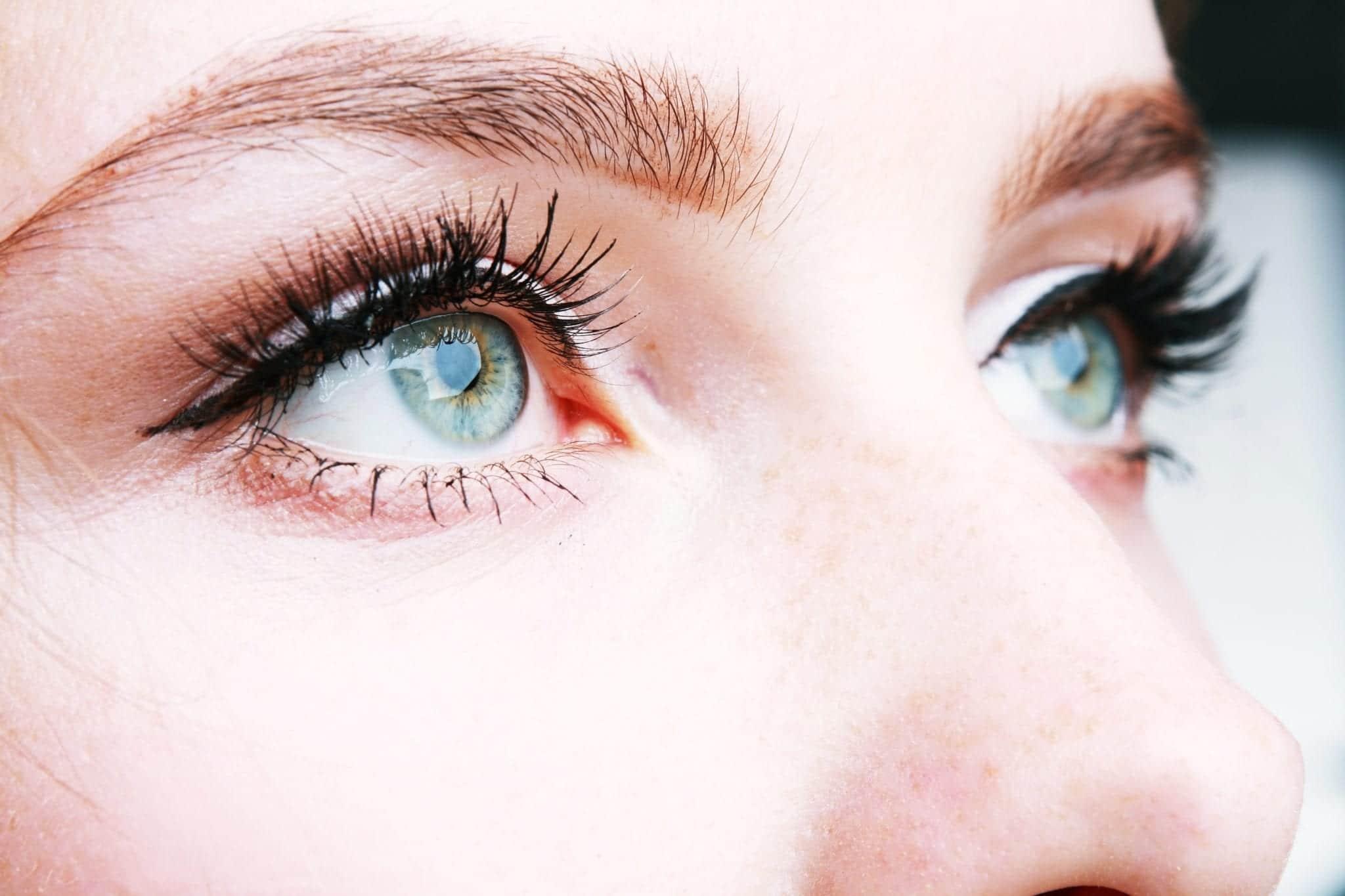 พฤติกรรมแบบไหนเสี่ยงทำให้เกิดอาการตาแห้งได้?