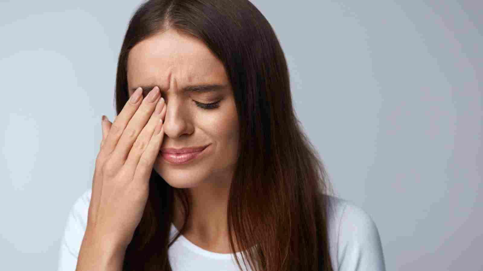 ตาซ้าย ตาขวากระตุกทั้งวันเป็นเพราะอะไร?