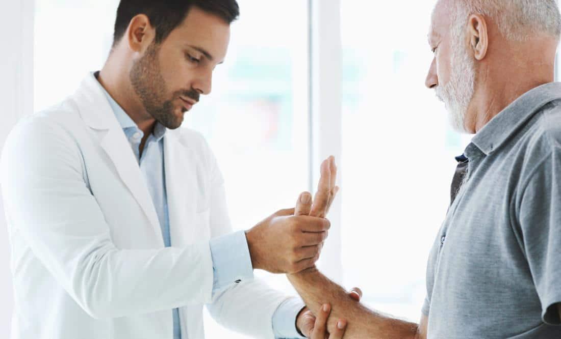 รู้ไว้ก่อนไปโรงพยาบาล วิธีการรักษานิ้วล็อคมีอะไรบ้าง?