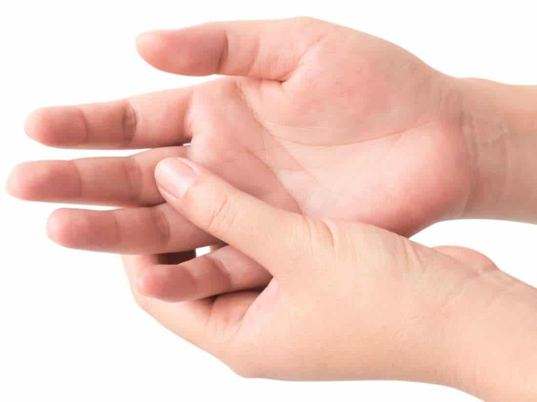 มารู้จักกับอาการป่วยยอดฮิตของชาวออฟฟิศ อาการนิ้วล็อคเป็นยังไงมาดูกัน